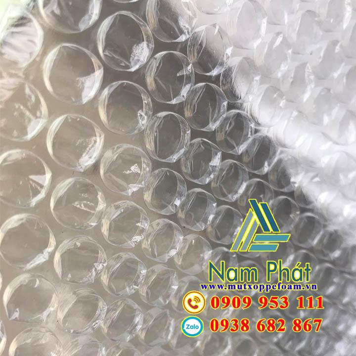 Bề mặt cuộn xốp bọc hàng 20cm x 100m